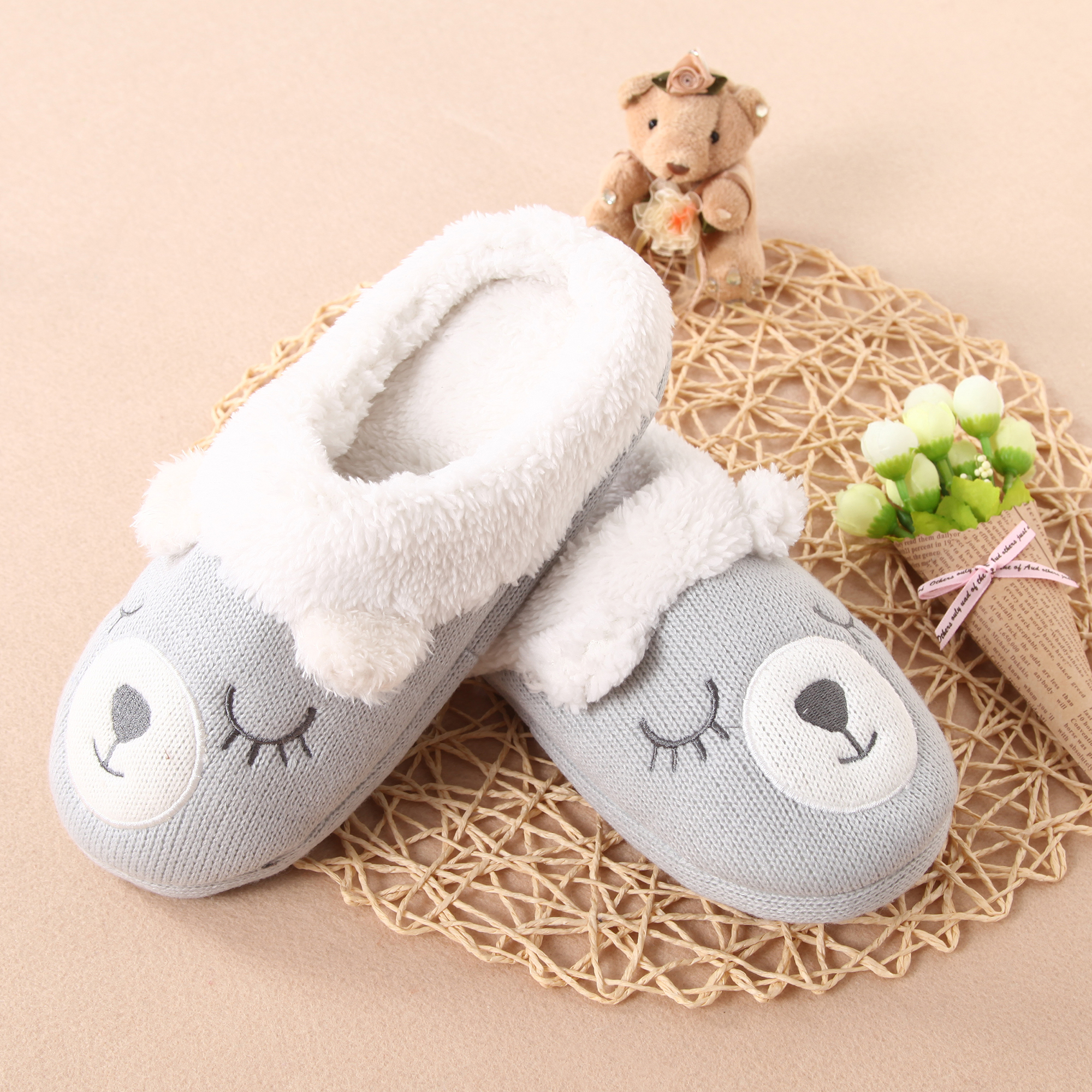 Kintting Wool Comfort Bear Emboriday Slipper